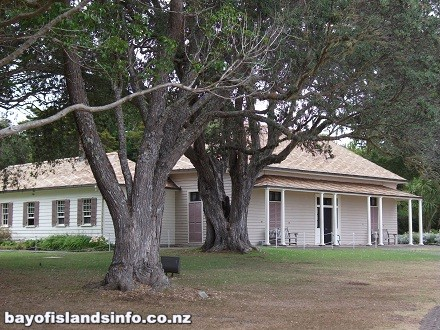 Colonial Style Treaty House of Hobson in 1840 surrounded by Trees